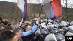 Jedan od protesta Srba na prelazu Merdare, mart 2008.