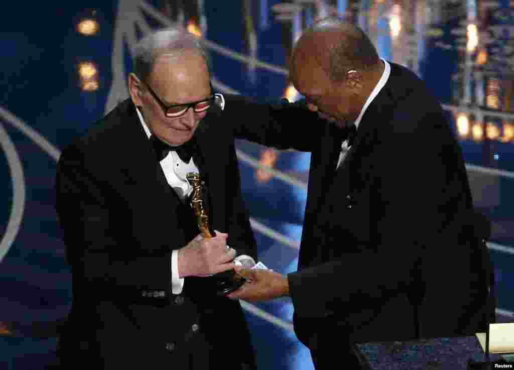 Легендарний композитор Енніо Морріконе отримав золоту статуетку за саундтрек до фільму Квентіна Таррантіно «Мерзенна вісімка»