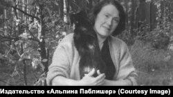 Екатерина Лившиц на даче в Лисьем Носу
