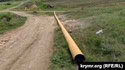 Трубы на поле в районе 10-го километра Балаклавского шоссе