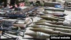 Hundreds of weapons have been handed over to the authorities in Gorno-Bardakshan as part of a truce agreement.