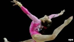 Мария Харенкова на чемпионате Европы по спортивной гимнастике среди женщин в Монпелье (Франция_, 17 апреля 2015 г.