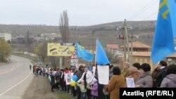 8 мартта кырымтатар хатын-кызлары протест белдереп юлларга чыкты