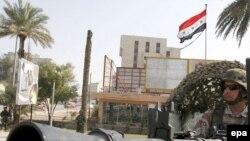 در شهر بغداد، نیروهای آمریکایی با برپایی ایست های بازرسی همه جا دیده می شوند.