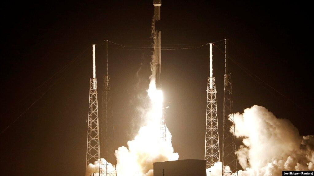 Интернет ба замин. SpaceX 60 моҳвораро ба кайҳон бурд
