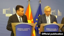 European Commission President Jean-Claude Juncker (right) and North Macedonian Prime Minister Zoran Zaev in Brussels on June 4