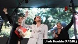 Вибори у Білорусі: Тихановська зібрала понад 60 тисяч людей на мітингу в Мінську (фоторепортаж)