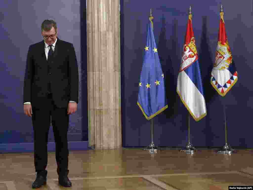 КОСОВО / СРБИЈА - Тензиите на релација Србија - Косово се зголемуваат откако косовската влада соопшти дека воведува давачки од 100 насто на сите стоки увезени од Србија и Босна и Херцеговина, а особено откако Косово не успеа да стане членка на Интерпол.
