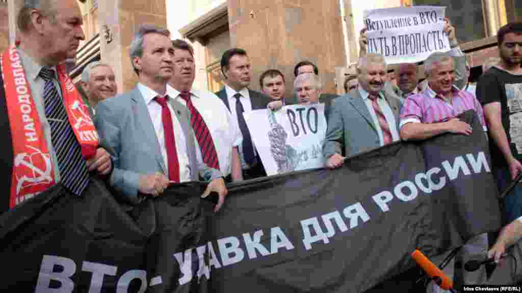 Акция проходила в формате встречи депутатов партии КПРФ с избирателями