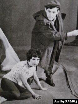 """""""Дуэль"""" спектакле, 1969 ел, режиссеры Марсель Сәлимҗанов. Төп рольләрдә Гөлсем Исәнгулова, Ренат Таҗетдин"""