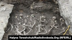Людські останки на території колишньої тюрми НКВС у Дубні