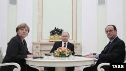 Nga takimi i sotëm në Kremlin në të cilin marrin pjesë Merkel, Putin (në mes) dhe Hollande (djathtas)