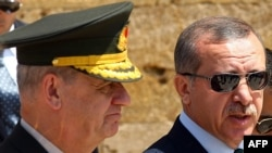 General İlker Basbuğ və Recep Tayyip Erdoğan - 2010