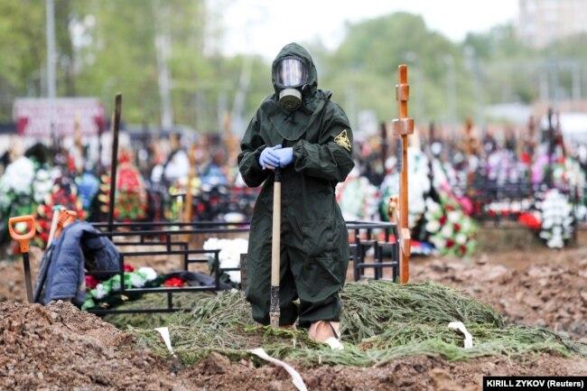 Varrimi i viktimave të COVID-19 në Moskë