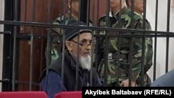 Гражданский активист узбекского происхождения Азимжан Аскаров на суде по его делу. Бишкек, 4 октября 2016 года.