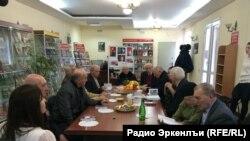 Сталиница гьарурал кIалъаялги, кьурал интервьюялги, гъулбасарал документалги данде гьарураб тIехьалъул презентация.