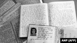 Фото Анны Франк в ее дневнике