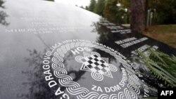 Ploča sa ustaškim pozdravom kod Novske