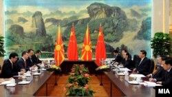 Македонскиот премиер Никола Груевски кој престојува во посета на Народна Република Кина се состана во Пекинг со претседателот Кси Џинпинг.