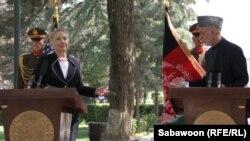 Sekretarja amerikane e shtetit, Hillari Klinton dhe presidenti afgan, Hamid Karzai