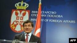 Шефот на турската дипломатија Ахмет Давутоглу во Белград