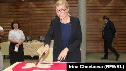 Сара Дамбер открывает первый день рожденья фонда в России