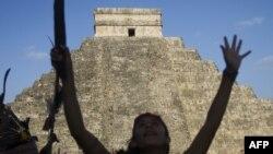 """Миллионы людей готовятся к наступлению """"конца света"""", ссылаясь на пророчества древних индейцев майя"""
