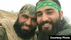 عکسی که باشگاه خبرنگاران جوان ایران از ابوحر (راست) در کنار ابوعزرائیل منتشر کرده است