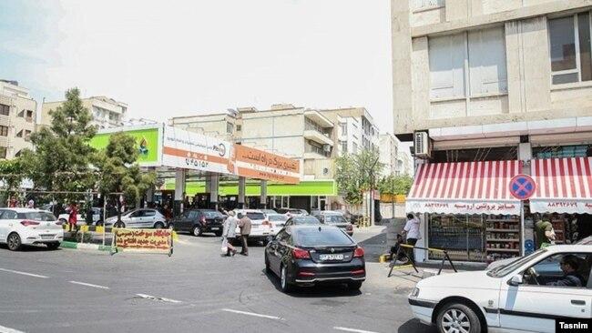 صف خودروها در یک پمپبنزین دیگر در تهران
