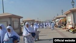 Saudi -- Tajiks in Hajj, Mecca, 16Oct2014