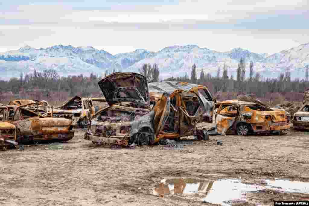 The burnt cars. Masanchi village, Zhambyl region. February 26, 2020. Сгоревшие автомобили в селе Масанчи, Жамбылская область. 26 февраля 2020 года.
