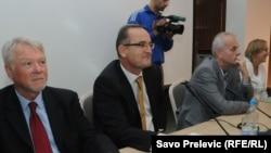 Leopold Maurer i novinari na okruglom stolu o medijskim slobodama, Podgorica, 20. oktobar 2011.