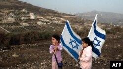 Девочки - жительницы одного из еврейских поселений