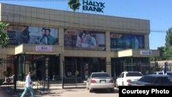 Здание, проданное Мохаммадом Полатом филиалу Народного банка Казахстана в Карасайском районе Алматинской области.
