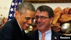 Барак Обама і Ештон Картер, Вашингтон, 5 грудня 2014 року