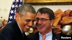 Барак Обама и Эштон Картер (Вашингтон, декабрь 2014 года)