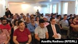 Müsavat partiyasında bloqqer Mehman Hüseynovun həbsi ilə bağlı toplantı, 30 avqust 2017