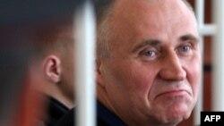 Николай Статкевич, бывший кандидат в президенты Беларуси, оппозиционер на суде. Минск, 2011 год.