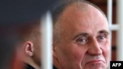 Мікола Статкевіч падчас суду, 11 траўня 2011.