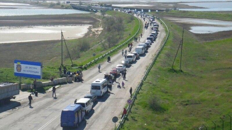 Більше сотні автомобілів стоять у черзі на в'їзді у Крим – Держприкордонслужба