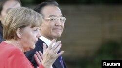 Архивска фотографија: Германската канцеларка Ангела Меркел и кинескиот премиер Вен Џијабао во Берлин на 27 јуни 2011 година.