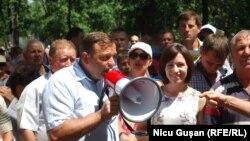 Andrei Nastase și Maia Sandu la un protest împotriva schimbării sistemului electoral, Chișinău, iulie 2017.