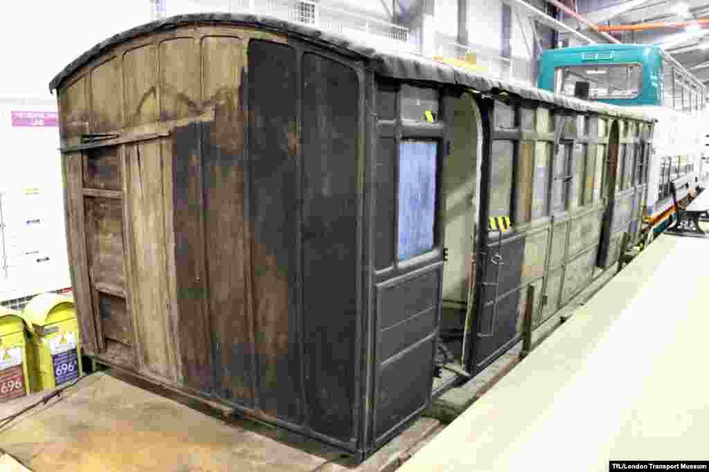 Böyük Britaniya. London metrosunun ilk dönəmləri.