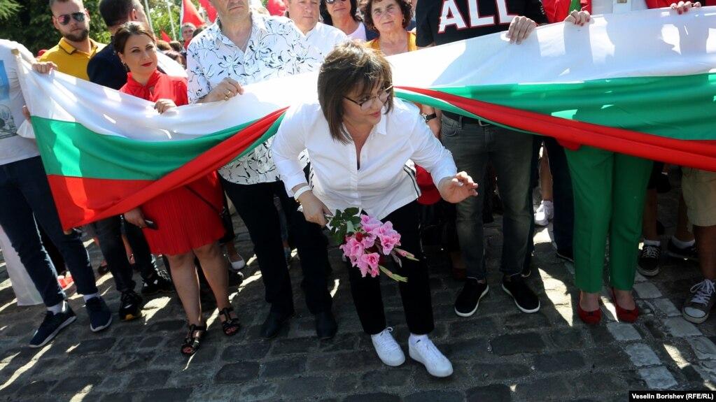 Корнелия Нинова по време на празника на социалистите
