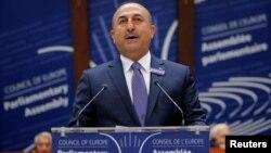 Tурскиот министер за надворешни работи Мевљут Чавушоглу зборува пред Парламентарното собрание на Советот на Европа во Стразбур на 12 октомври 2016
