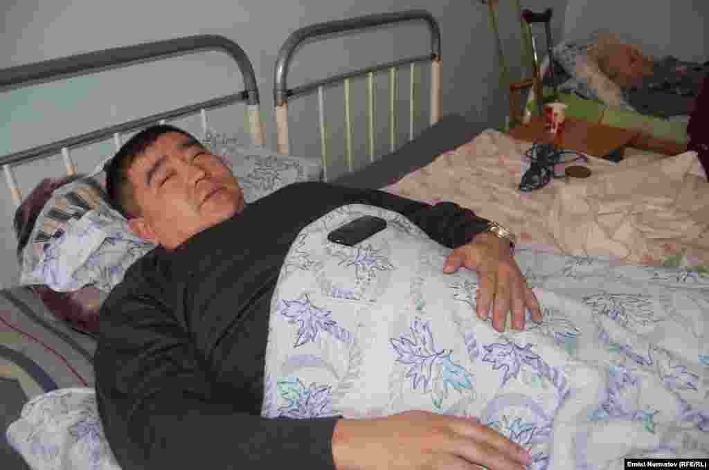 """Один из пострадавших рейса """"Бишкек-Ош"""", чей самолет потерпел крушение в аэропорту Оша, 28 декабря."""