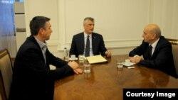 Kryetari i Parlamentit të Kosovë, Kadri Veseli, presidenti Hashim Thaçi dhe kryeministri Isa Mustafa