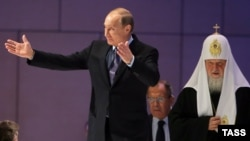 Владимир Путин, Сергей Лавров и патриарх Кирилл на Конгрессе соотечественников