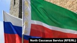 Флаги РФ и Чеченской республики