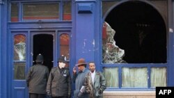 Соженный паб - одно из последствий очередных ночных беспорядков в Брикстоне.